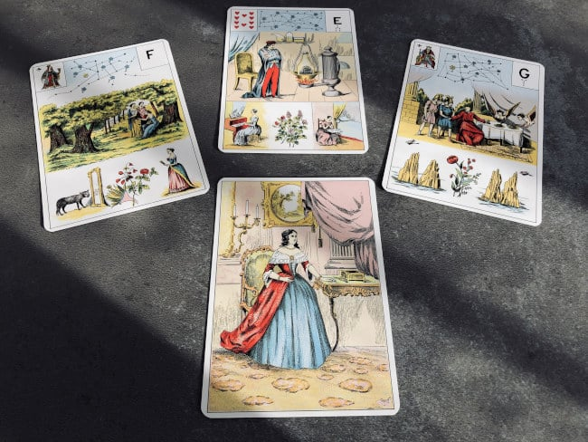 Exemple de tirage simple avec le Grand Lenormand : 3 ou 4 cartes suffisent !