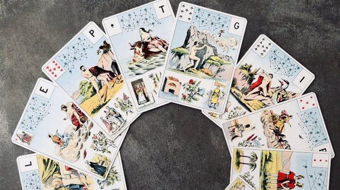 Dans le Grand Lenormand, les Cartes de l'Ordre du Temps sont en rapport avec les signes du zodiaque