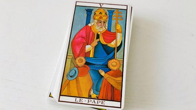 La carte du Pape dans le Tarot de Marseille (Version Fournier)