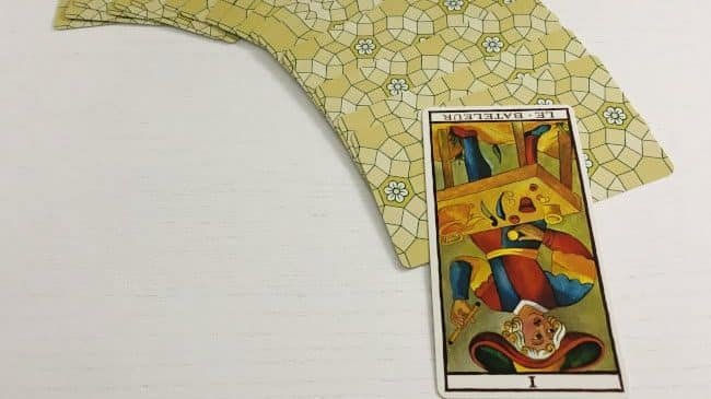 La carte du Bateleur à l'envers (tarot de Marseille version Fournier)