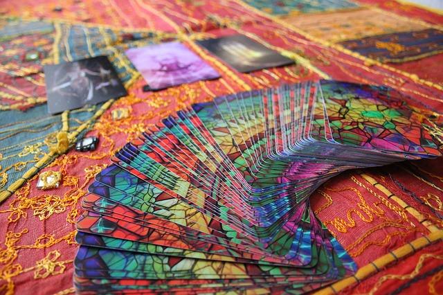 Cartomancie : et si la solution était de faire votre propre jeu de cartomancie ?