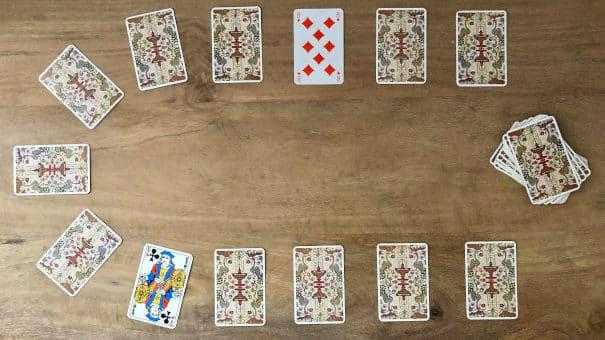 Comment retourner les 13 cartes du tirage en fer à cheval