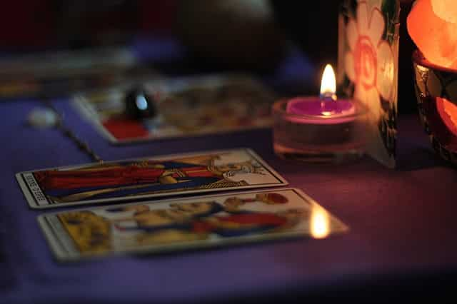 Tirer les cartes : la tentation de reposer la même question, bonne ou mauvaise idée ?
