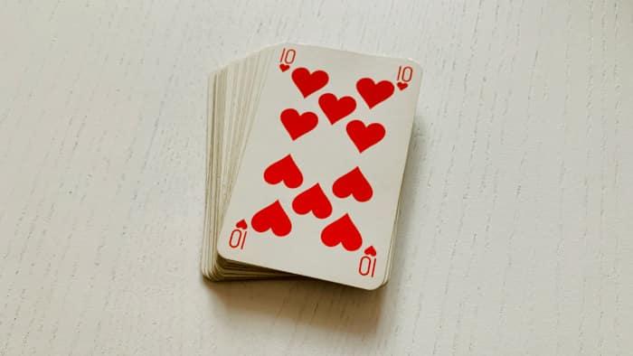 Le 10 de coeur en Cartomancie avec le jeu 32 cartes, chance et protection