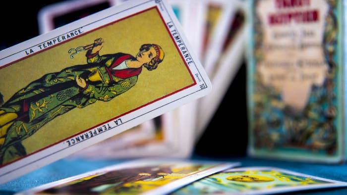 Tirer les cartes : quel conseil pour débuter en cartomancie ?