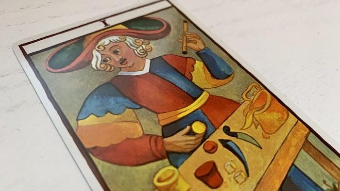 Voyance avec le Tarot de Marseille : quelle interprétation pour le Bateleur dans un tirage ?