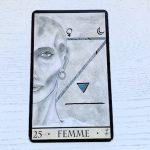 Oracle de la Triade : Femme carte 25 et sa signification en tirage de cartes