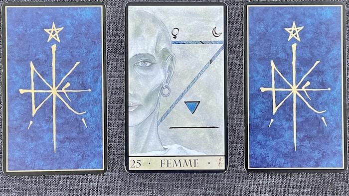 Femme Oracle de la Triade
