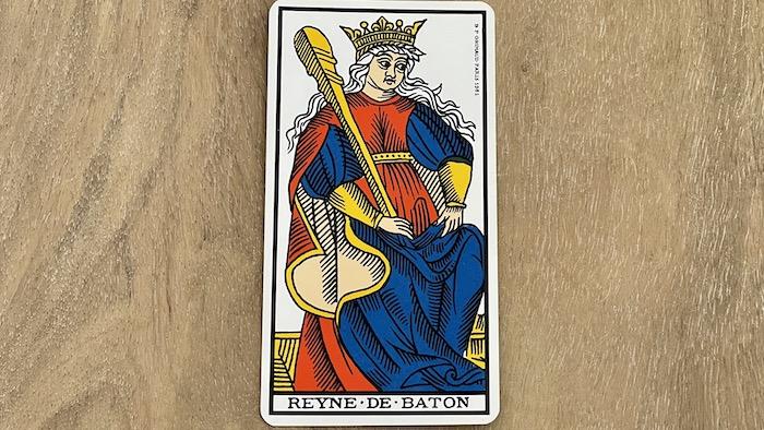 Reine de Bâtons - arcane mineur - tarot de Marseille - Grimaud